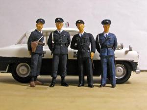 歴代の制服警察官の集合写真です。右より、 平成6年式、平成51年式婦人... 歴代制服警察官